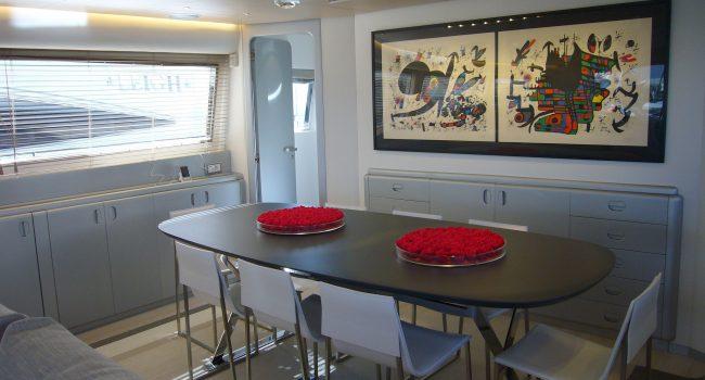 Mondomarine-85-Yacht-Ibiza-Barcoibiza-14