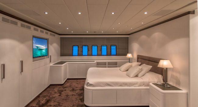 Mangusta-108-Yacht-Ibiza-Barcoibiza-12