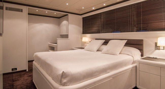 Mangusta-108-Yacht-Ibiza-Barcoibiza-14