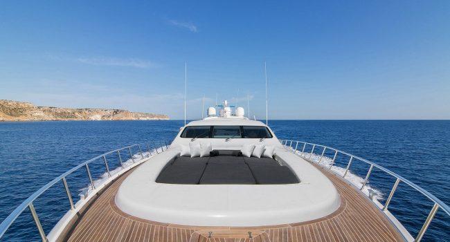 Mangusta-108-Yacht-Ibiza-Barcoibiza-17