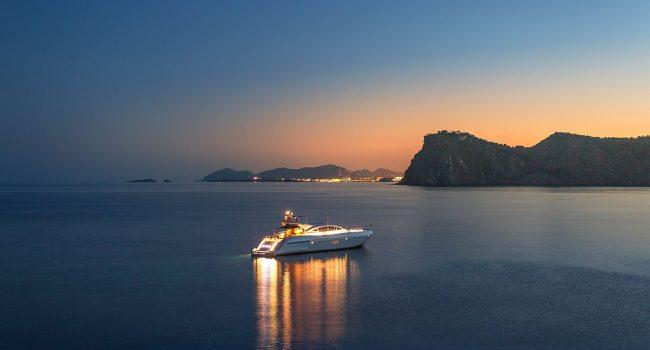 Mangusta-108-Yacht-Ibiza-Barcoibiza-21