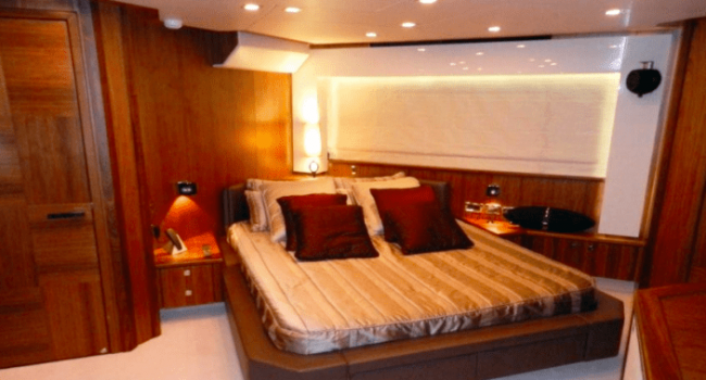 Sunseeker-Predator-92-U-Super-Yacht-Ibiza-Barco-Rental-13