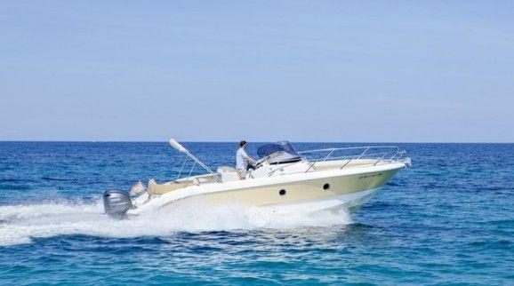 Ventajas de alquilar un barco en Ibiza con patrón