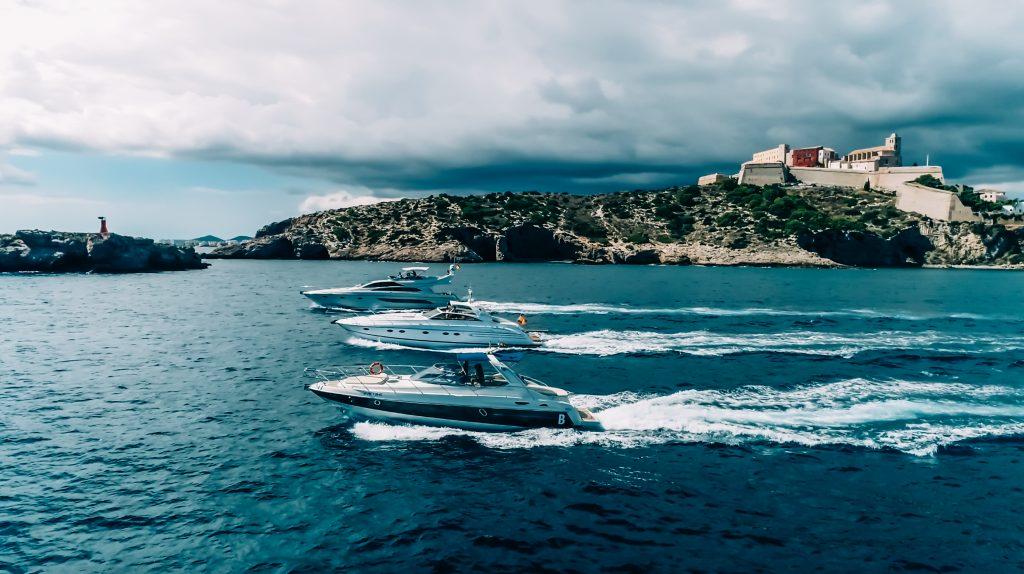 bc06e74230801 Consejos para pasar una semana en Ibiza a bordo de un velero o catamarán