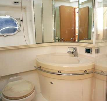 Baia_Aqua_54_Black_Moon_Yacht_Rental_Ibiza_Barcoibiza_Charter_Bathroom