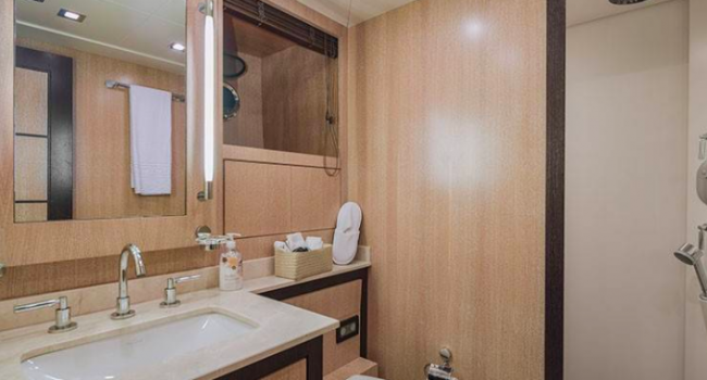 Mangusta 80 Avatar Ibiza Yacht Rental Barcoibiza bathroom