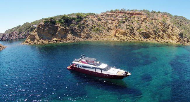 Guay-Coach-30-Meters-Figi-Ibiza-Luxury-Yacht-Barcoibiza