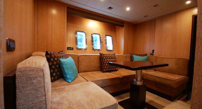 Mangusta-80-Avatar-Yacht-Ibiza-Barcoibiza-salon-interior