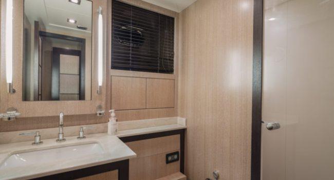 Mangusta 80 Avatar Yacht Barco Ibiza Bathroom 02
