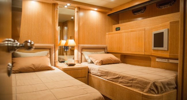 Mangusta-80-D-Yacht-Ibiza-Barcoibiza-10