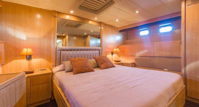 Mangusta-80-D-Yacht-Ibiza-Barcoibiza-5