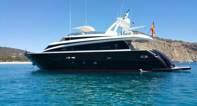 Mondomarine-85-Yacht-Ibiza-Barcoibiza-9