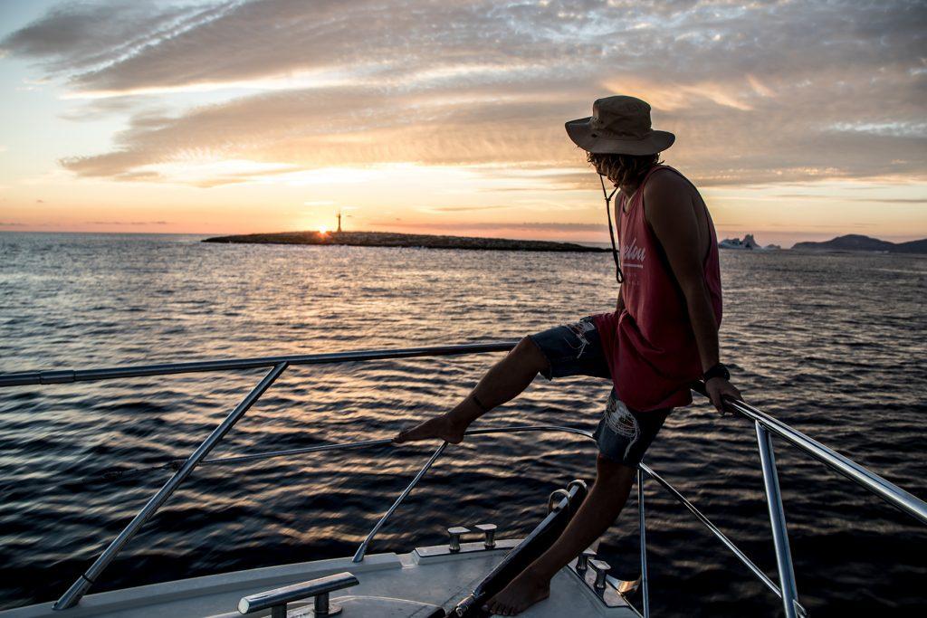 Puesta-de-sol-en-barco-ibiza-barcoibiza