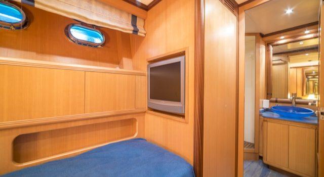 Yacht Mangusta 72 Gaia Sofía Ibiza Rental Yacht Barcoibiza-63