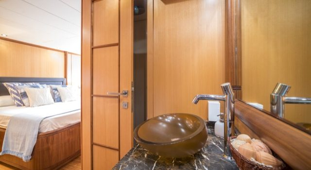 Yacht Mangusta 72 Gaia Sofía Ibiza Rental Yacht Barcoibiza-68