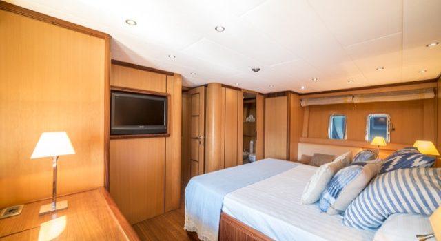 Yacht Mangusta 72 Gaia Sofía Ibiza Rental Yacht Barcoibiza-71