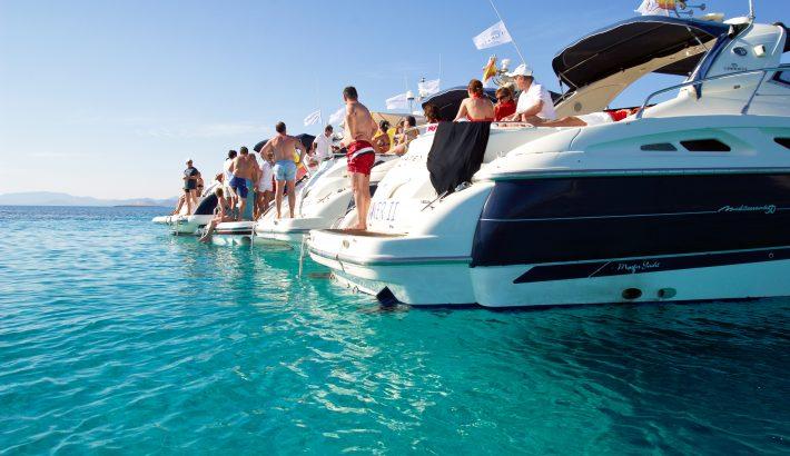 ¿Buscas un barco para eventos en Ibiza?