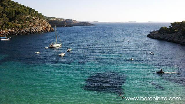 Cala-Salada-Ibiza-Barcoibiza
