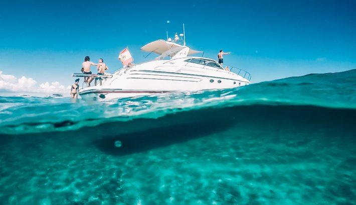 Alquiler de un barco en Ibiza por días, day charter, varios días, semanas, con pernocta o sin pernocta.