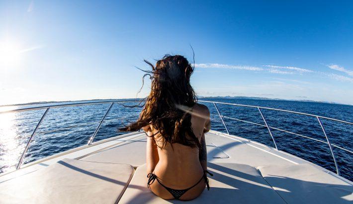 10 consejos prácticos para pasar unas vacaciones de chicas en barco en Ibiza