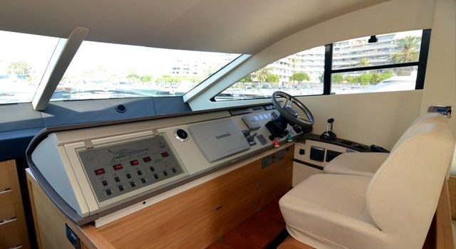 Fairline-Phantom-48-Motoryacht-Barcoibiza-7