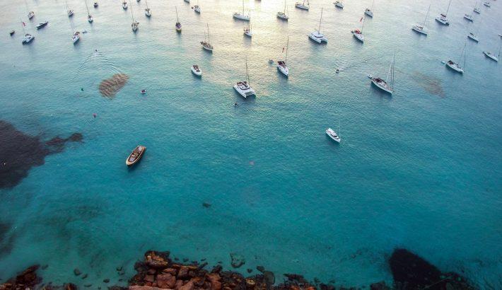 Las opciones más económicas en lanchas de alquiler en Ibiza para day charter