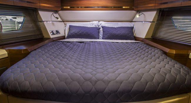 Sunseeker Portofino 40 Bear Barco Alquiler Ibiza Yacht Rental Barcoibiza Master Cabin