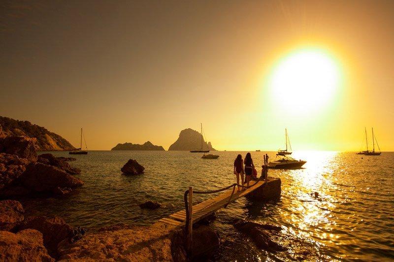 Puesta-de-sol-Cala-d-Hort-Ibiza-Es-Vedra