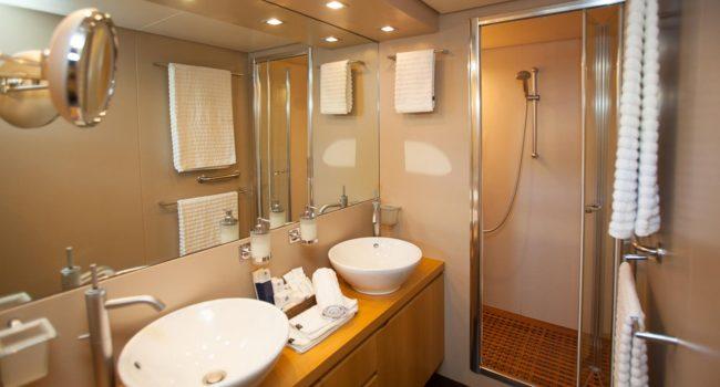 San-Lorenzo-82-yacht-charter-Ibiza-Gota-master-bath