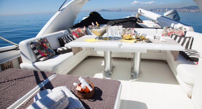 San-Lorenzo-82-yacht-charter-flybridge-barcoibiza