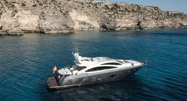 Sunseeker-Predator-84-A-Ibiza-Super-Yacht-1