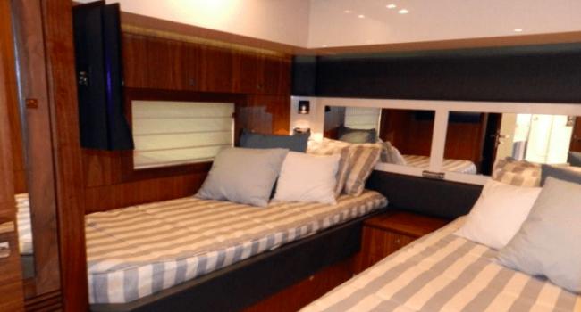 Sunseeker-Predator-92-U-Super-Yacht-Ibiza-Barco-Rental-19