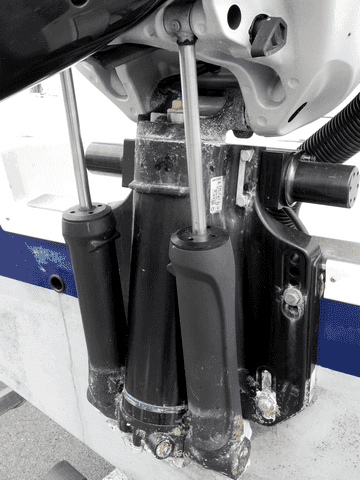 TRIM-cilindro-electro-hidráulico-entre- motor-y-espejo