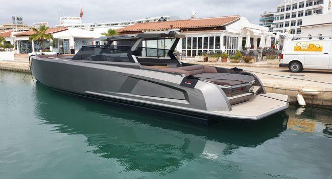 Vanquish VQ52 Casa Atlantis Alquiler Ibiza-1