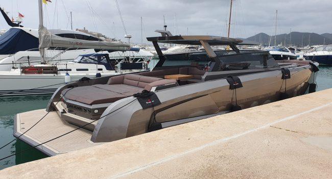 Vanquish VQ52 Casa Atlantis Alquiler Ibiza-9