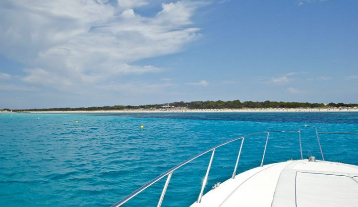 10 practical tips for sailing and living with girls on a boat in Ibiza