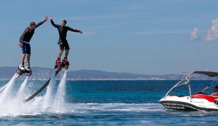 Flyboard el nuevo juguete acuático de moda en Ibiza