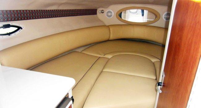 Monterey-268-SC-Cabinada-Alquiler-Lancha-Motorboat-Ibiza.JPG-Cabina