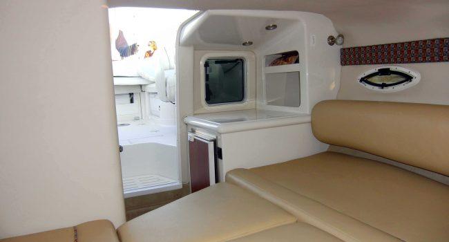 Monterey-268-SC-Cabinada-Alquiler-Lancha-Motorboat-Ibiza.JPG-LaCabina