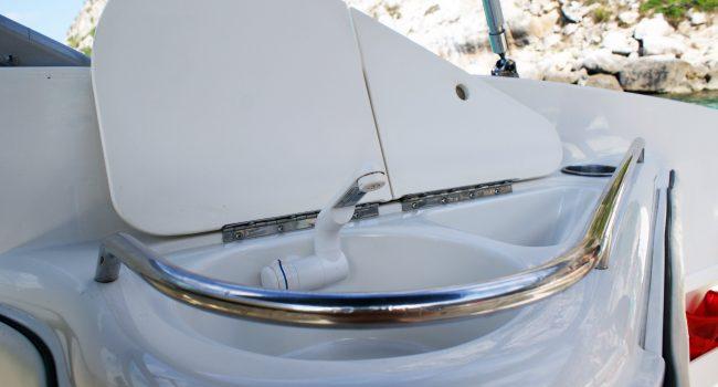 Monterey-268-SC-Cabinada-Alquiler-Lancha-Motorboat-Ibiza.JPG-5