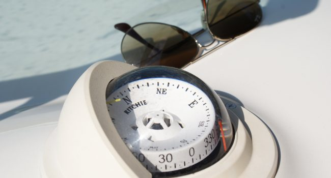 Monterey-268-SC-Cabinada-Alquiler-Lancha-Motorboat-Ibiza.JPG-9