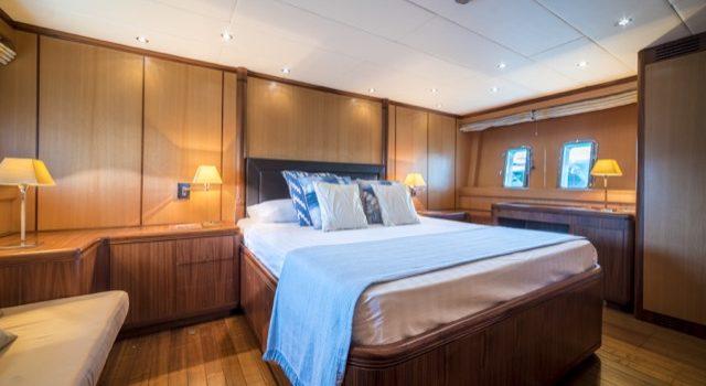 Yacht Mangusta 72 Gaia Sofía Ibiza Rental Yacht Barcoibiza-39