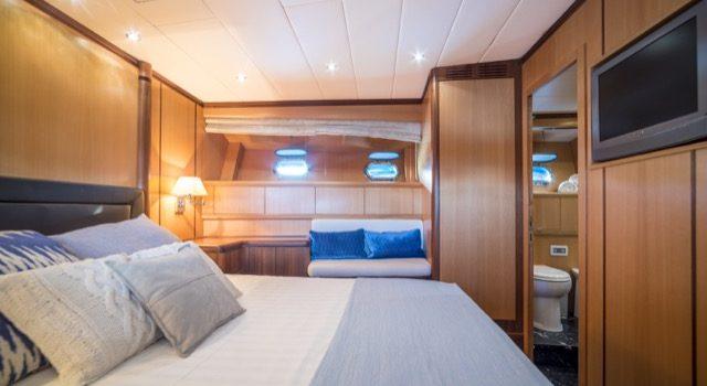 Yacht Mangusta 72 Gaia Sofía Ibiza Rental Yacht Barcoibiza-44