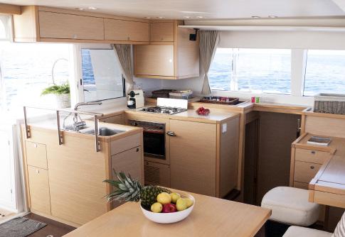 Catamaran de alquiler en Ibiza Lagoon 450 Balok Alquiler Ibiza Barcoibiza-7