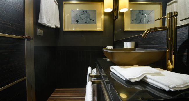 SAVONA, ITALIEN - 29.07.2018: Fotoshooting Hotel-Yacht 'Goldfinger'  Foto: Philipp Guelland