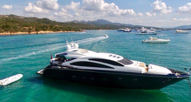 Yate Sunseeker Predator 84 Ariyas 4 cabinas Ibiza